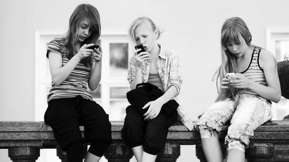 556_How to Stop Your Child's Mobile Overspending Habits.jpg